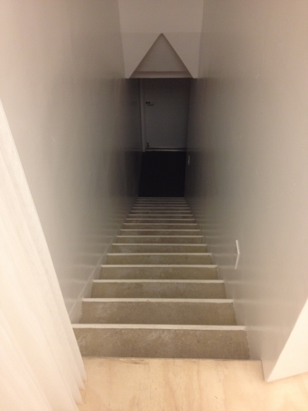 The stairs to the basement, where a lot of storage room participate to the flexibility of the space.